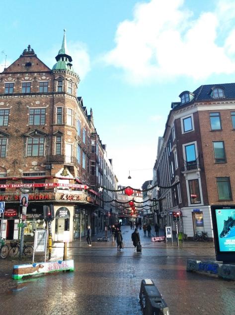 Entrada a Frederiksberggade desde la plaza del ayuntamiento