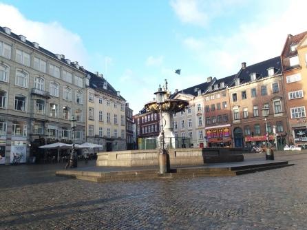 Plaza Vieja (Gammeltorv) con la Fuente Caritas (Springvandet)