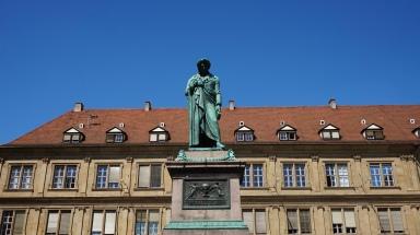 Monumento a Schiller en Schillerplatz