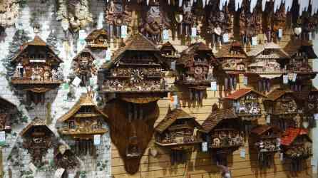 Relojes de cucko en las tiendas de Triberg